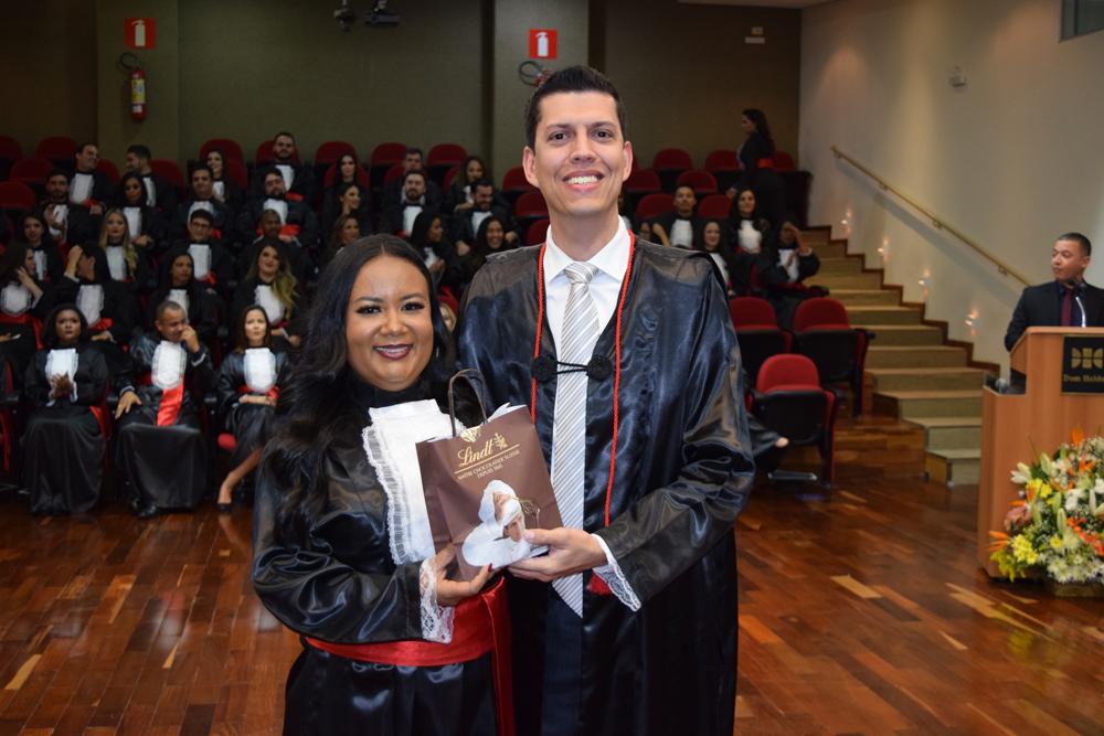 A aluna Daniela Nascimento homenageou o professor Bruno Fabrício da Costa