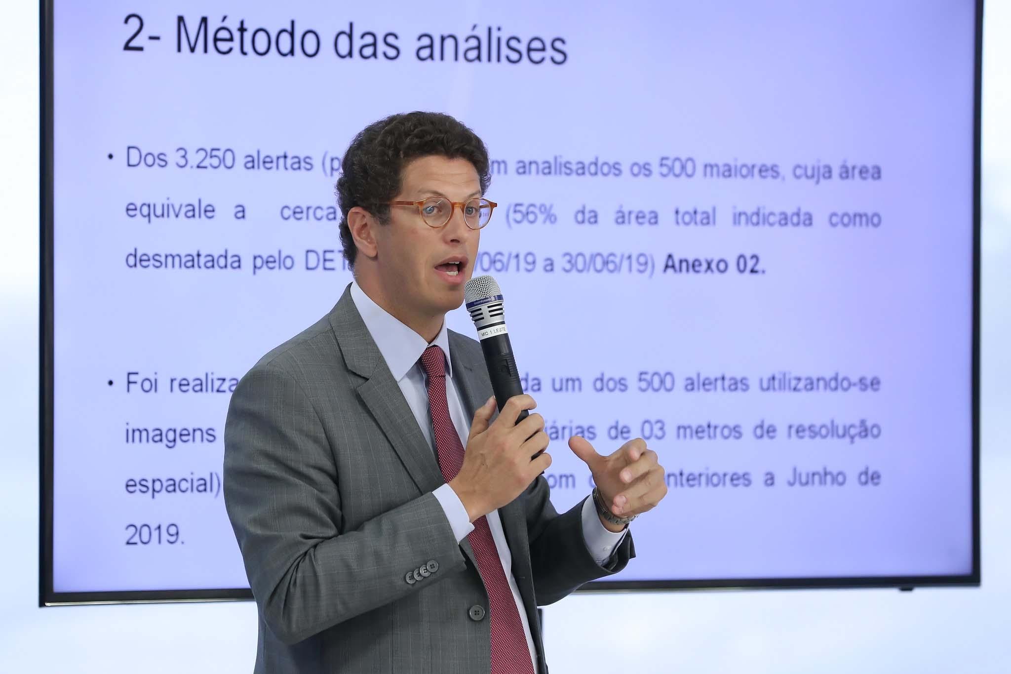Ministro admite que desmatamento na Amazônia aumentou