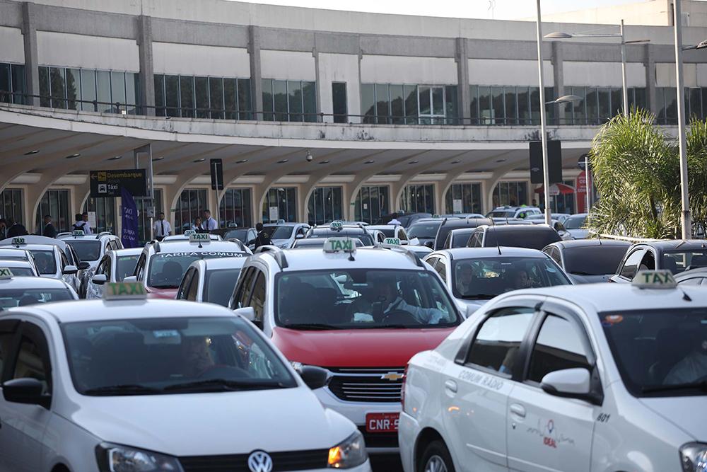Movimentação na área de desembarque do Aeroporto de Congonhas em São Paulo (SP), nesta segunda-feira (12).