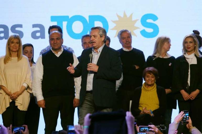 Fernández e sua vice Cristina Kirchner conseguiram 47,66% dos votos no domingo.