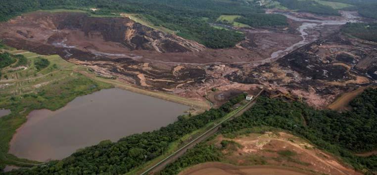 Vista aérea da Mina Feijão após o rompimento, em janeiro: Brumadinho volta a ficar alerta.