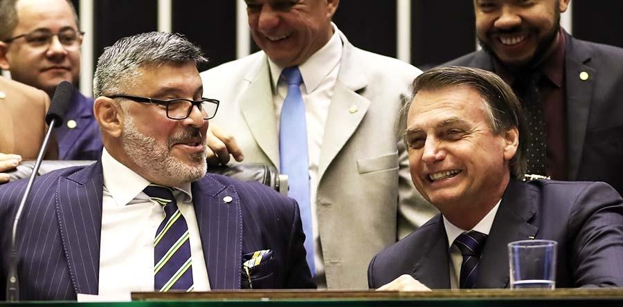 Frota assinou uma carta aberta criticando a indicação de Eduardo Bolsonaro para a embaixada dos EUA.