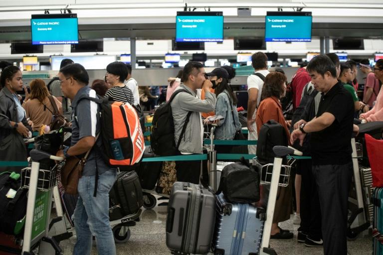 Aeroporto voltou a funcionar; apesar do caos de terça (13), passageiros se solidarizaram com os manifestantes.