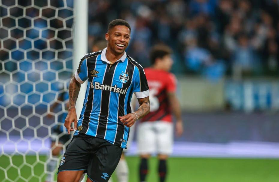 André marcou o primeiro gol do Grêmio na vitória contra o Athletico-PR.