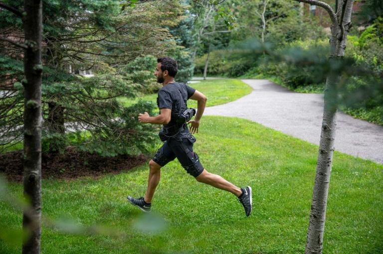 Corrida e caminhada são atividades muito diferentes do ponto de vista biomecânico.