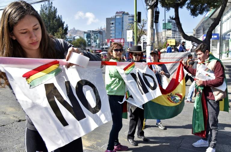 Pessoas bloquearam avenida no centro de La Paz contra 4º candidatura de Evo Morales.