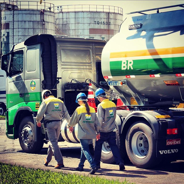 Sobre a privatização da Petrobras, Onyx afirmou que estudos são necessários e não deu nenhum prazo para que isso possa eventualmente ocorrer.