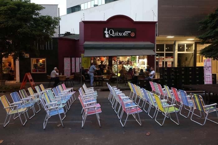 Flir busca ocupar o espaço público, incentivar a troca de ideias e fomentar a leitura.