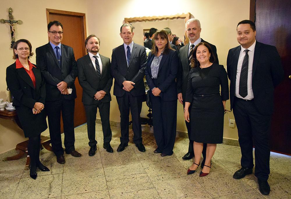 Professores da Dom Helder e convidados recebem o ministro João Otávio de Noronha (centro), presidente do STJ.
