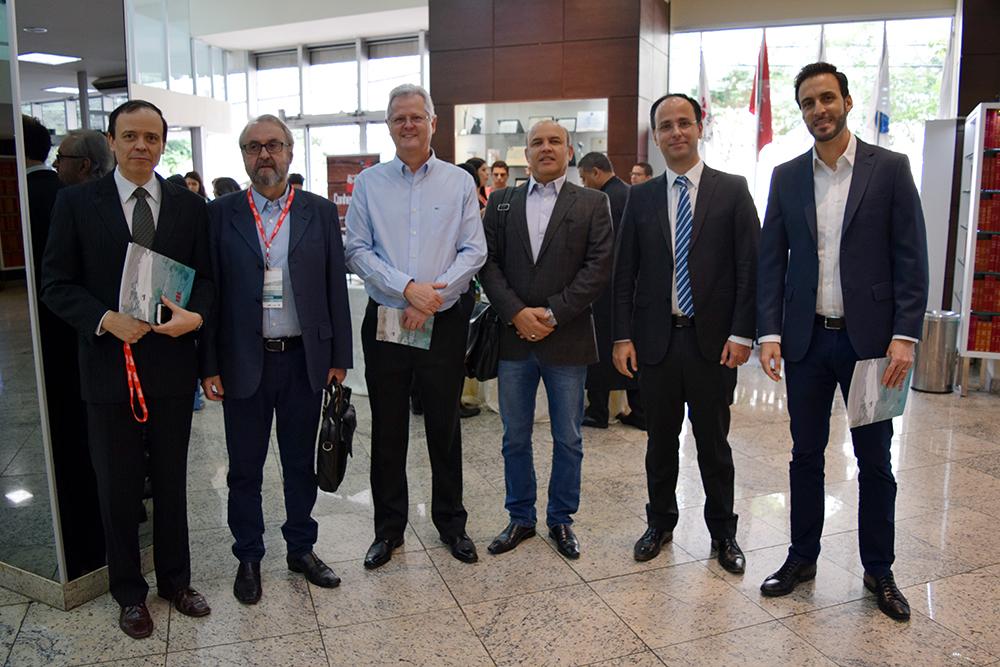 Professores José Antônio, da EMGE. José Cláudio Junqueira, Francisco Haas, André Luiz Lopes, Tarcísio Maciel e Luciano Costa, da Dom Helder.