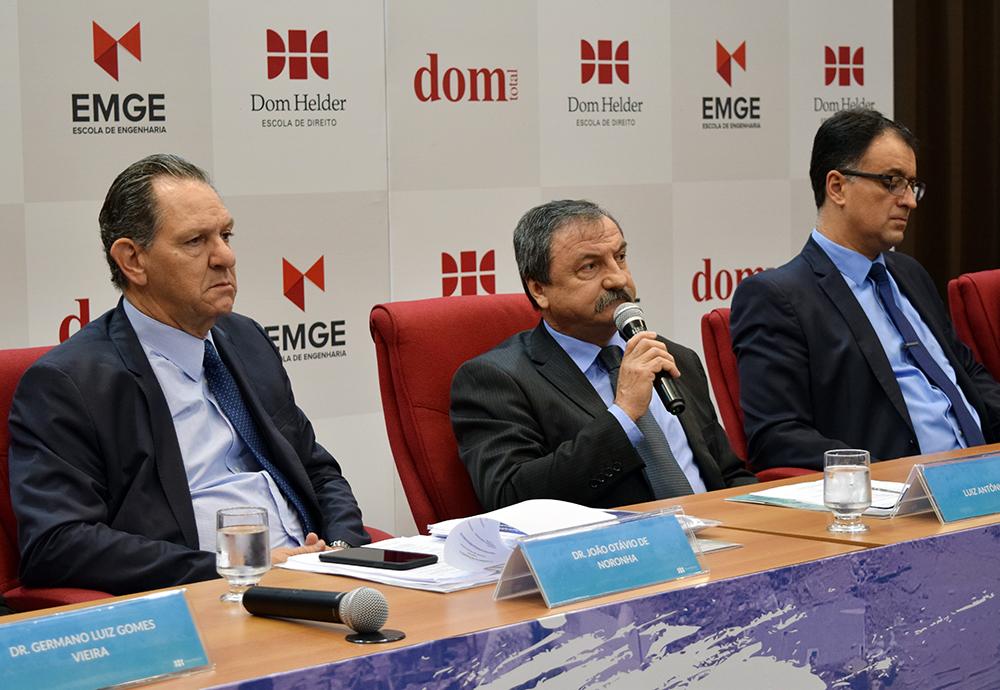 João Otávio de Noronha, presidente do STJ, e professores Luiz Chaves e André Prado de Vasconcelos.