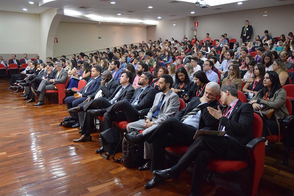 Participantes acompanham debates do seminário Jurisdição Ambiental.