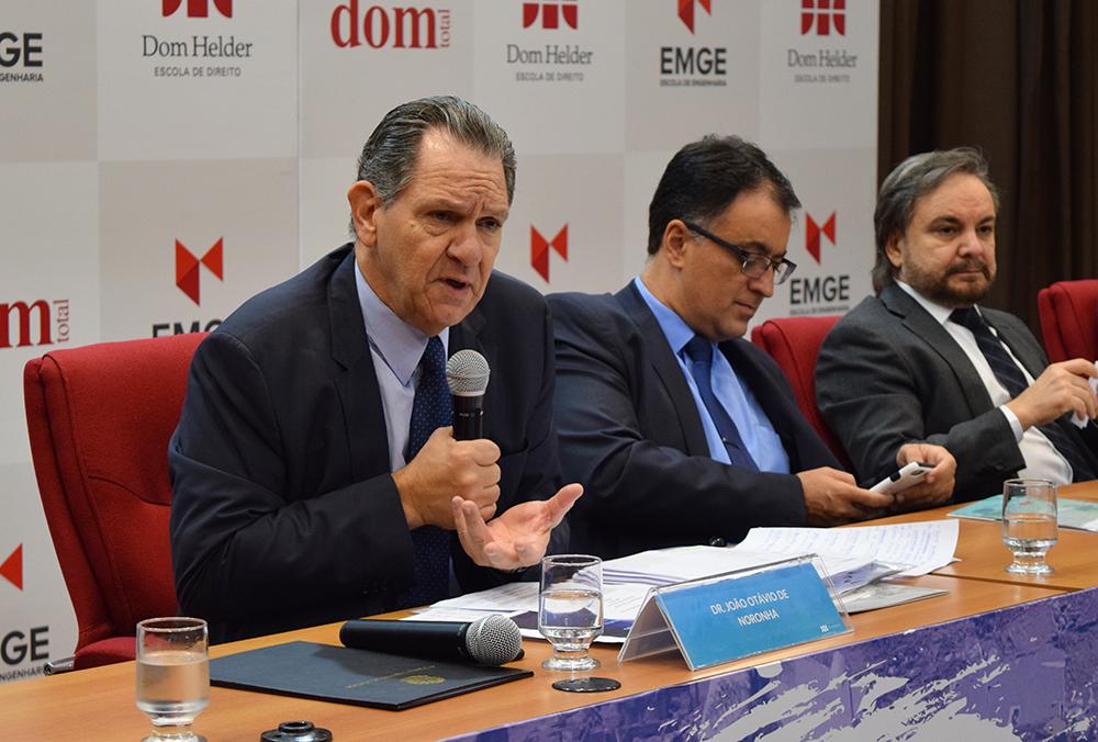 João Otávio de Noronha, presidente do STJ, e professores André Prado de Vasconcelos e José Adércio Leite Sampaio.