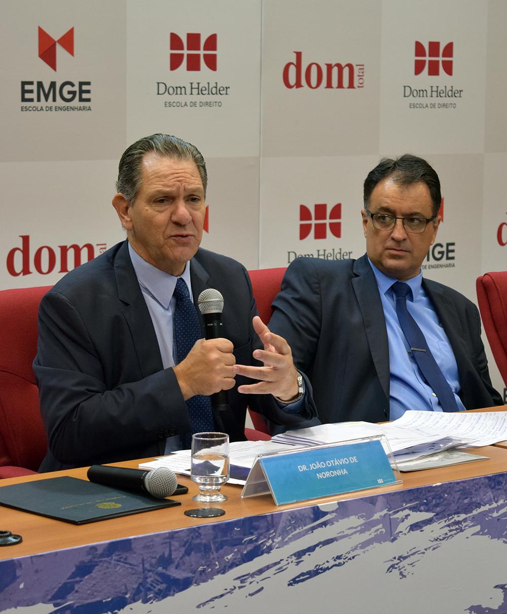 João Otávio de Noronha, presidente do STJ, e professor André Prado de Vasconcelos.
