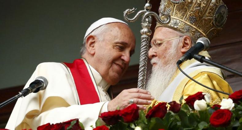 Papa Francisco e o patriarca Bartolomeu. (Reuters/Tony Gentile)