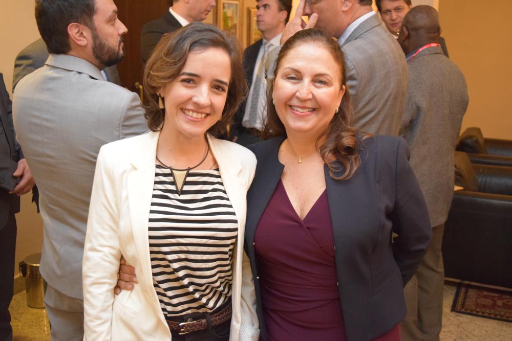 Professoras Ana Virgínia Gabrich e Beatriz Souza Costa.