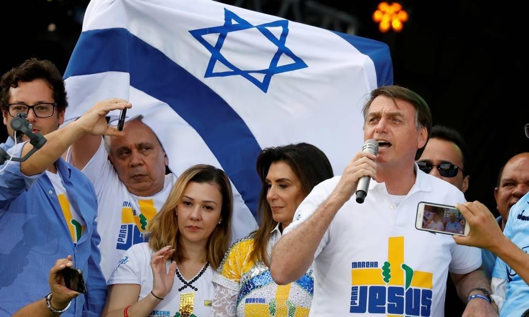 O uso de símbolos judaicos pelos evangélicos tem raízes profundas na doutrina cristã, mas ganhou ênfase nas igrejas neopentecostais do Brasil nos últimos anos.