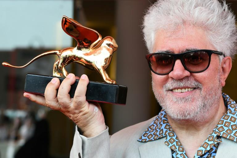 O cineasta espanhol Pedro Almodóvar recebeu o prestigioso prêmio como um 'ato de justiça poética'.