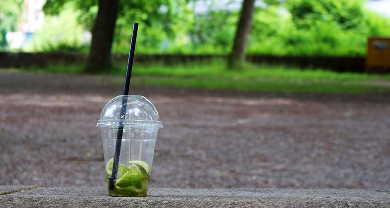 O Brasil produz cerca de 100 mil toneladas de copos plásticos por ano. (Pixabay)