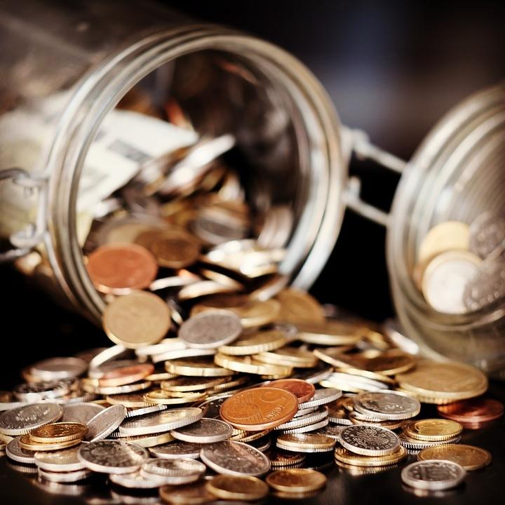 No Brasil, em 1727 cunharam-se as primeiras moedas.