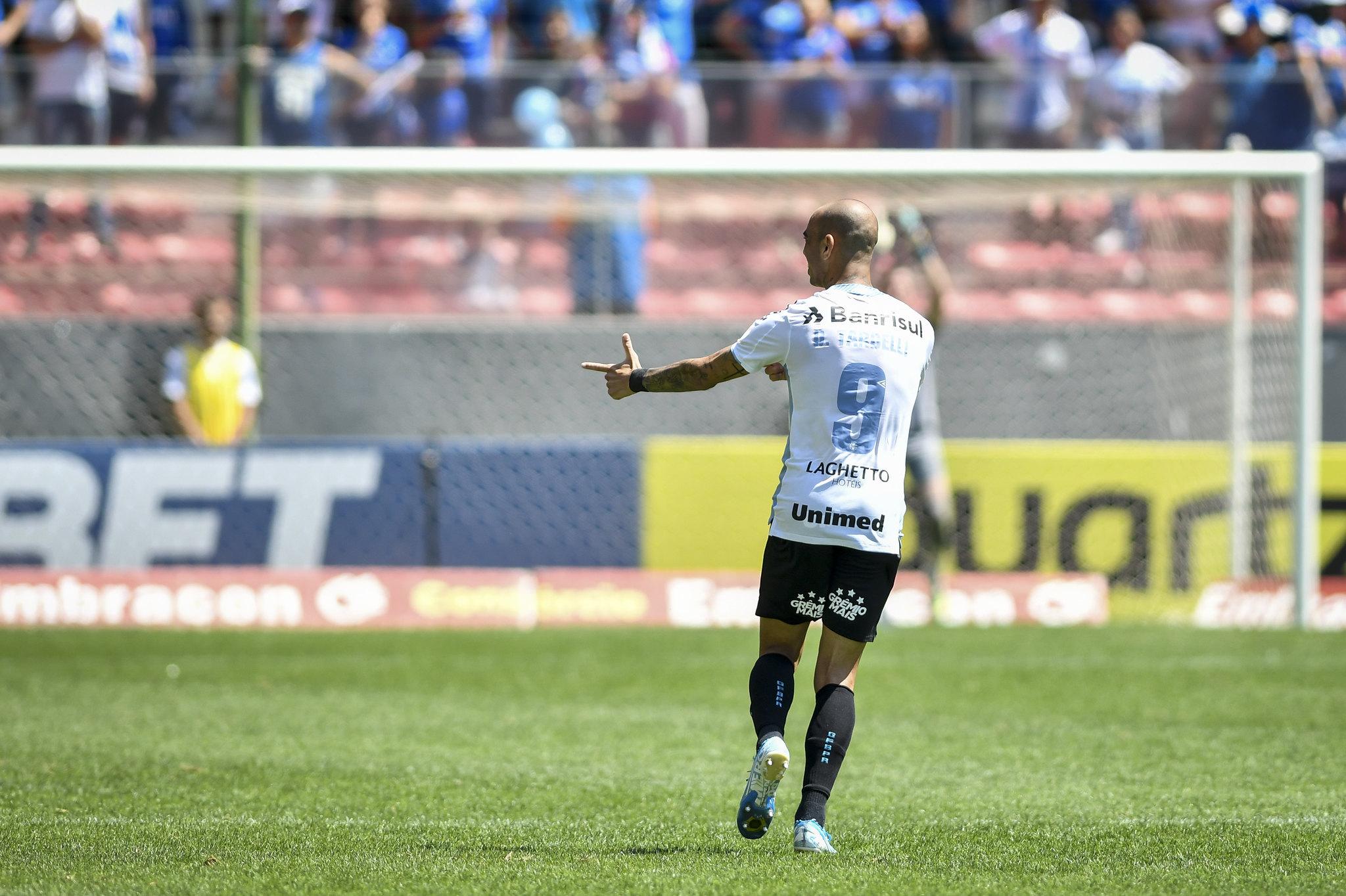 Diego Tardelli fez uma golaço de letra contra o Cruzeiro.