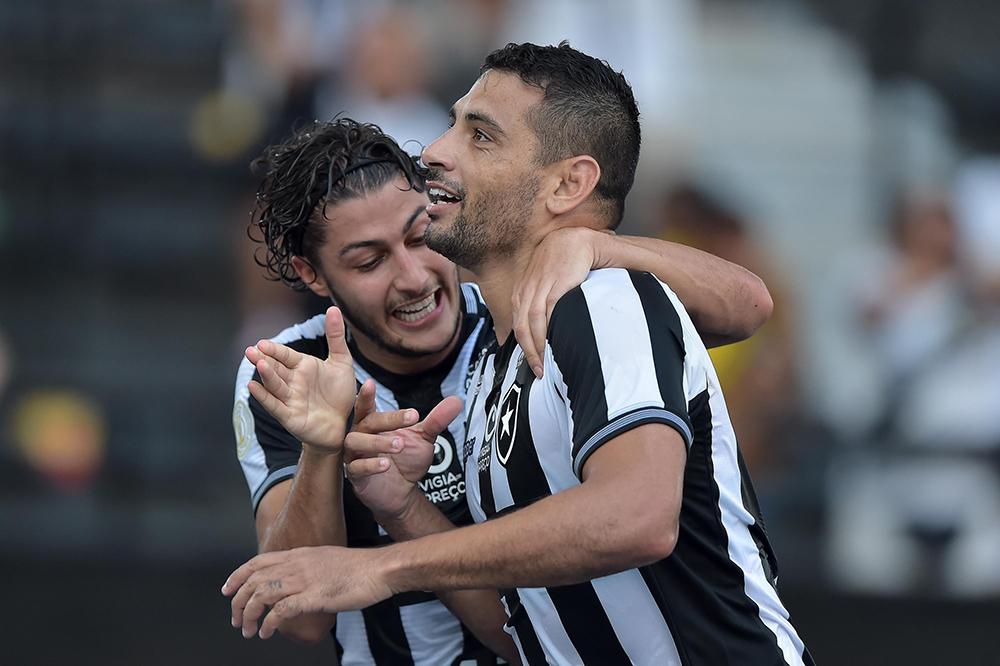 Diego Souza jogador do Botafogo comemora seu gol com o jogador Marcinho durante partida contra o Atletico no estadio Engenhao pelo campeonato Brasileiro A 2019.