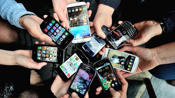 Já o total de pessoas acessando a Internet pelo celular ficou em 3,6 bilhões em 2018.