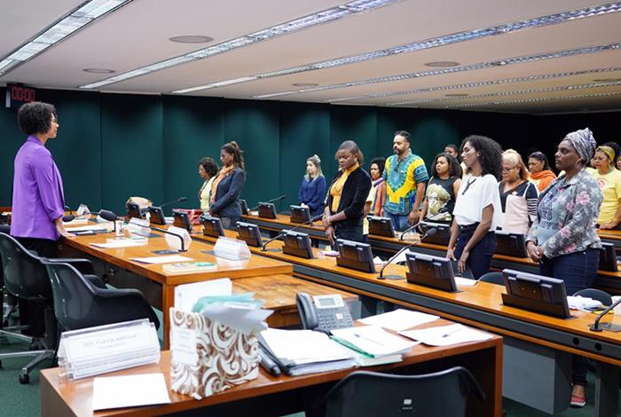 Culturalmente as mulheres não são incentivadas a ocupar esses espaços e é preciso estimular a diversidade na formação de lideranças.