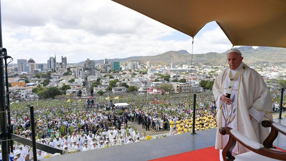 Francisco celebra Missa nas Ilhas Maurício.