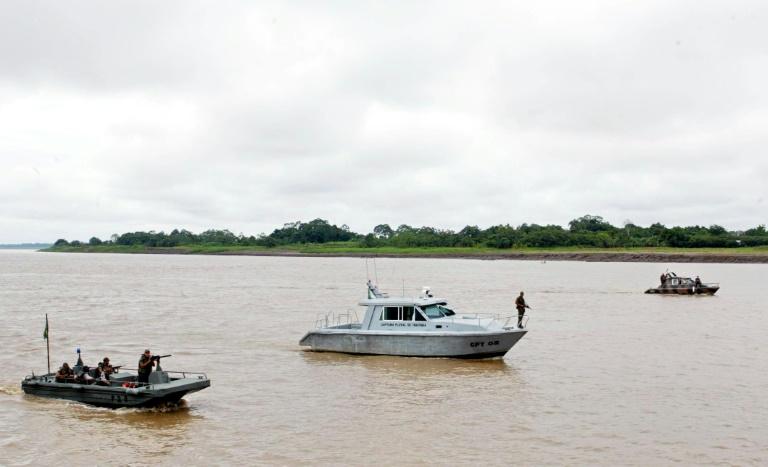 (Arquivo) Barcos fazem patrulha no rio Solimões, em Tabatinga