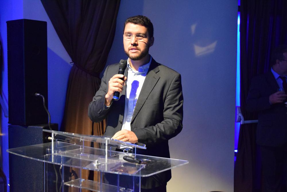 O reitor da EMGE, Franclim Brito discursa na abertura do II Congresso do Conhecimento