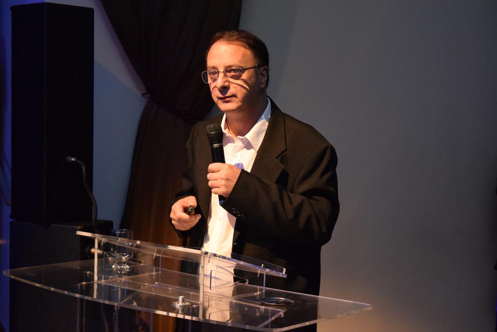 O reitor da Dom Helder, Paulo Stumpf, recepcionou os participantes do Congresso