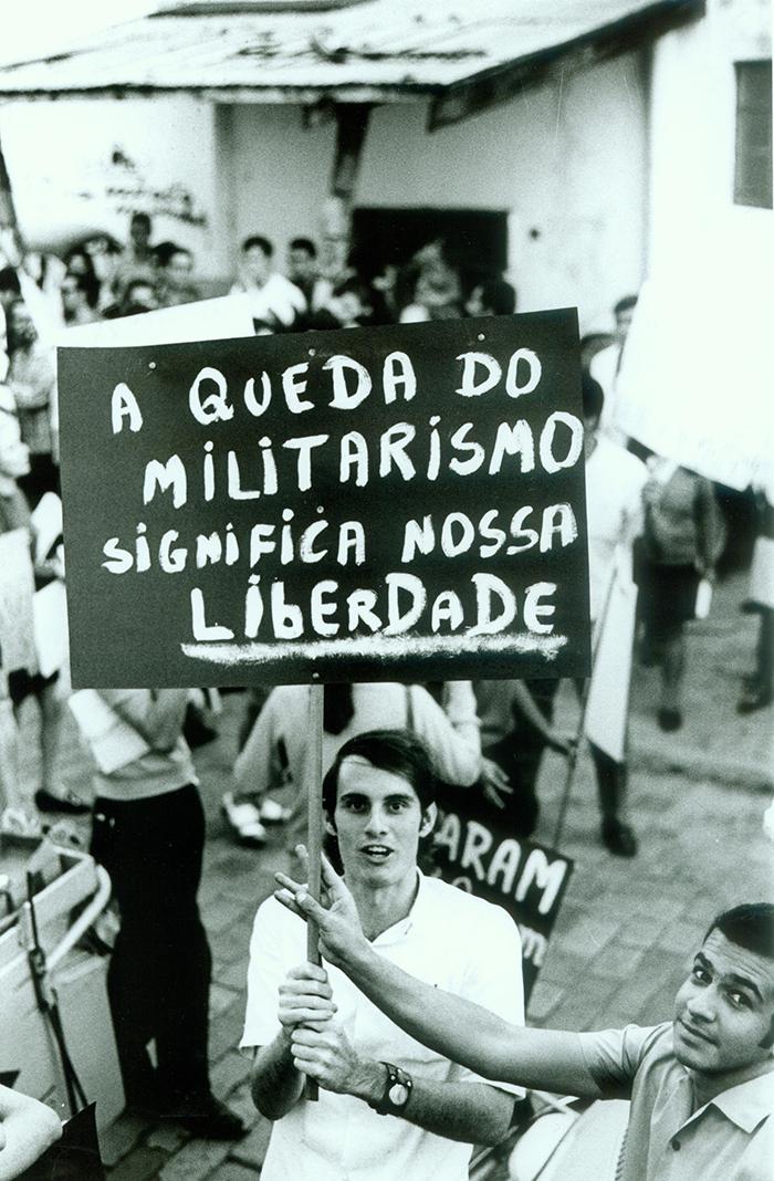 O Brasil é signatário de uma convenção que exige políticas de combate a desaparecimentos políticos ocorridos tanto no passado quanto no presente.