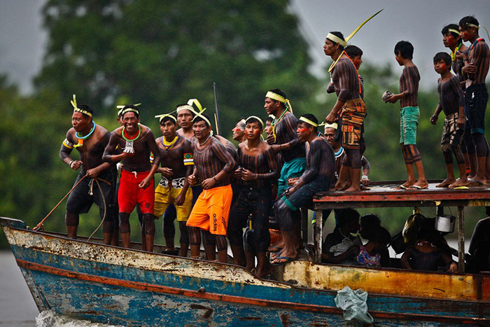 Nos documentos do Sínodo, a Igreja se coloca contra tipos de exploração econômica na Amazônia e defende reservas indígenas e ecológicas.