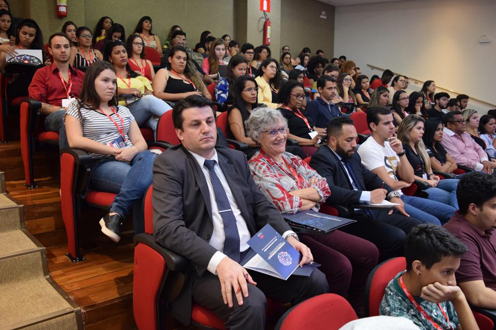 Congressistas acompanham workshop sobre experiências empreendedoras de prática jurídica.