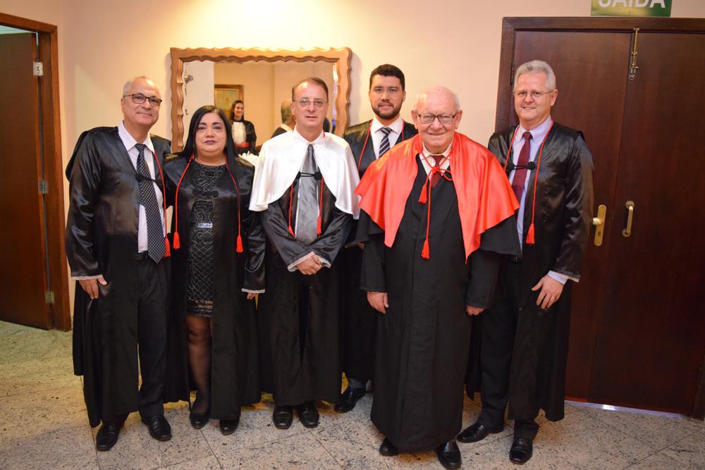 O vice-reitor Estevão Freitas, a representante da mantenedora Valdênia Carvalho, os reitores Paulo Stumpf e Franclim Brito, o jesuíta João Roque Rohr e o pró-reitor de extensão Francisco Haas.