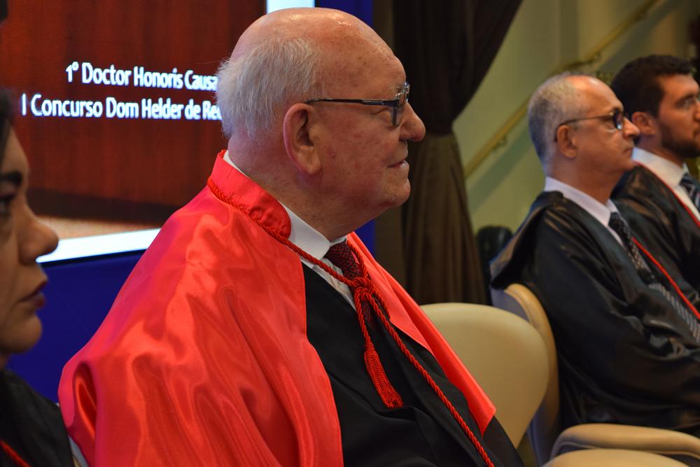 João Roque Rohr recebe as homenagens no dia do II Congresso do Conhecimento