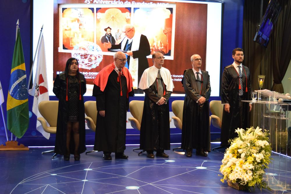 Orquesta Iluminurias abrilhantou o evento apresentando o hino nacional