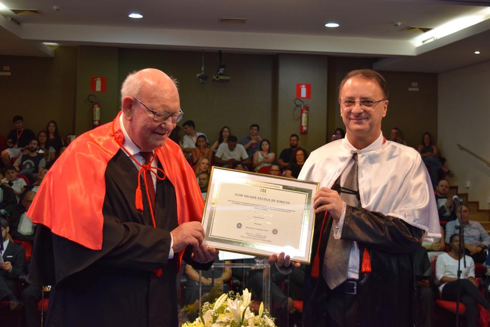 João Roque Rohr recebe o título de Doutor Honoris Causa