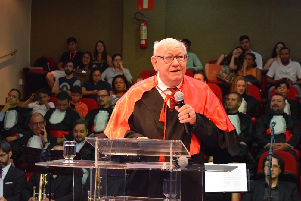 João Roque Rohr faz os agradecimentos ao título recebido de Honoris Causa