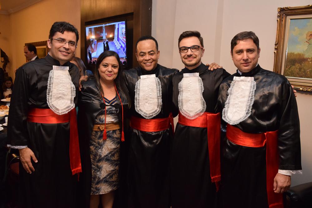 Professor Carlos Amaral, a secretária acadêmica Djoa Braulina, o coordenador do NEP, Rogério Vieira, o professor Gésun Prestes e Ênio Biaggi