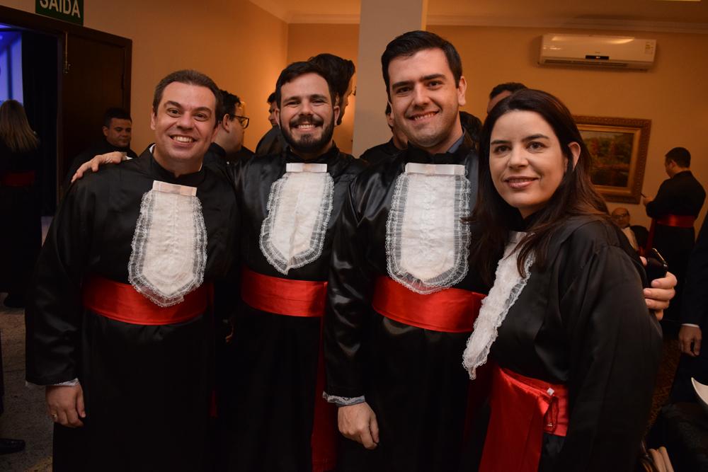 Professores Vinícius Tibau, Thiao Loures, Caio Lara  e Taciane Pieroni