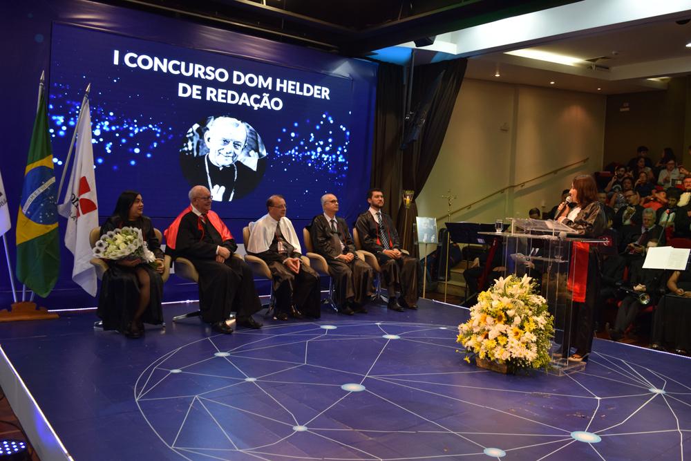 Concurso Dom Helder de redação foi apresentado pela professora Maria Carolina Reis