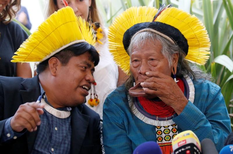 Ícone dos povos indígenas da Amazônia, ele tornou-se internacionalmente conhecido como um defensor do meio ambiente na década de 1980.