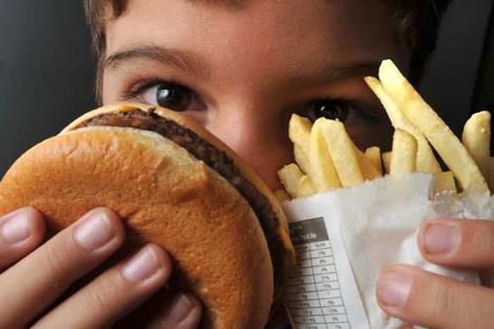 """""""Hoje aproximadamente uma para cada quatro crianças apresenta excesso de peso, e provavelmente dessas, em torno de 8% a 10% tem obesidade."""