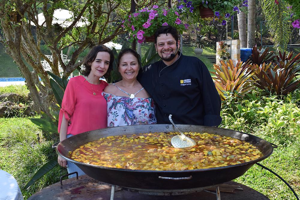 Professoras Ana Virgínia e Beatriz Costa, juntamente com o chefe Felipe Leroy.