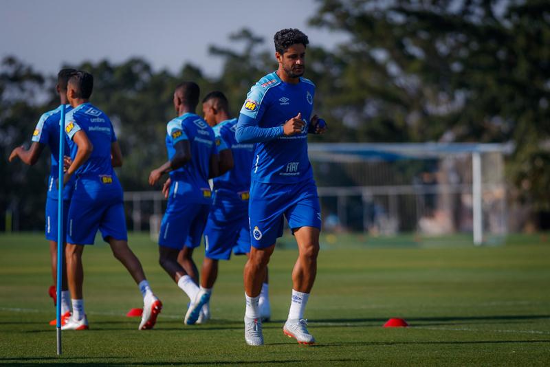 Zagueiro Léo vai desfalcar o Cruzeiro por tempo indeterminado
