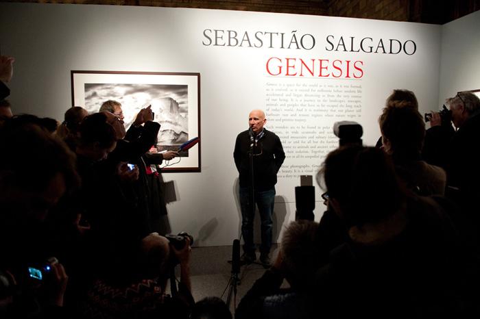 Sebastião Salgado em sua exposição 'Genesis', em 2018.