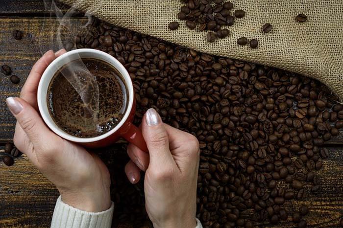 Tomar até três xícaras, no entanto, traz benefícios e ajuda a evitar doenças cardiovasculares.