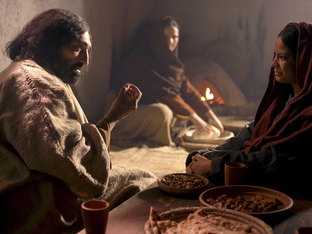 Em nenhum momento Jesus critica Marta, a sua atitude de serviço, tarefa fundamental para os que seguem Jesus, mas convida-a a não se deixar absorver pelo seu trabalho até o ponto de perder a paz.